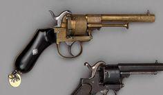 Revolver système Lefaucheux à broche, simple et double action, six coups, calibre 9 mm; entièrement en bronze à décor de pastilles