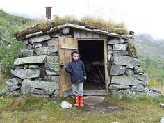 Stone Cabin, Earth Sheltered Homes, Bothy, Underground Homes, Unusual Homes, Survival Shelter, Earth Homes, Natural Building, Cabins And Cottages