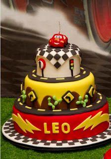 bolo decorado  Cars Carros Mcqueen Pixar  cenografico 3 andares