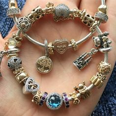Going iceskating later (indoor) so in need of a thick scarf and a matching bracelet #pandoraaddict #pandorabracelets #pandoramoments #pandoragold #makeeachdaycount #myunforgettablemoment #pandorabracelet #pandoraofficial #pandoracharms #pandoraaddicted #jewelry #mybracelet #silver #gold #relaxing #funday #barcelona #memories #paris #sagradafamilia#familytree #angel