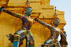 Statue-Guards-of-the-Emerald-Buddha-Bangkok-Thailand