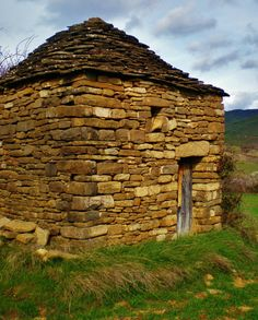 Araguás del Solano es una pequeña localidad que pertenece al municipio de Jaca en la provincia de Huesca, que…http://www.rutasconhistoria.es/loc/araguas-de-solano