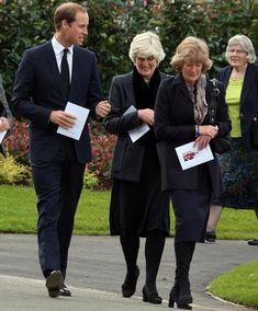 Prince William at Parndon Wood Cemetery accompanied by his late mother's sisters Lady Jane Fellowes (right, next to William) and Lady Sarah McCorquodale (far right)