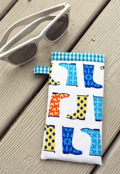 Sew Easy Sunglasses Case | Sew Mama Sew | Outstanding sewing, quilting, and needlework tutorials since 2005.