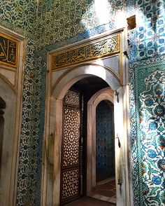 Sultanahmet sights and inspiration - the stunning at every turn harem in the Topkapi Palace in Istanbul - amazing Iznik tile throughout -  Blog post on some of our favorite sights in Istanbul.