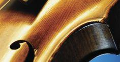 Como fazer verniz à óleo para violinos. O verniz à óleo endurece, protege e embeleza a madeira do violino. Ele é utilizado para tratar os instrumentos construídos recentemente e para retocá-los durante o conserto ou a restauração. Ao fazer o verniz, é possível escolher diversas receitas com ingredientes variados. Alguns desses ingredientes podem ser difíceis de se obter e mais difíceis ...