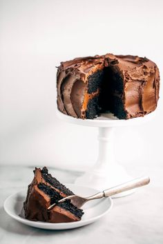 Best paleo chocolate cake you will ever have! Made with sweet potatoes instead of flour and avocado chocolate frosting. Flourless & made in food processor. Paleo Sweets, Paleo Dessert, Dessert Recipes, Cake Recipes, Dairy Free Chocolate Cake, Chocolate Frosting, Yummy Treats, Sweet Treats, Bird Cakes
