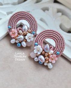🌸Soutache earrings🌸 - That's It Bead Embroidery Jewelry, Soutache Jewelry, Fabric Jewelry, Clay Jewelry, Jewelry Crafts, Beaded Jewelry, Beaded Earrings, Earrings Handmade, Handmade Jewelry