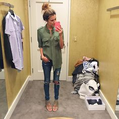 Camisa de seda verde e jeans skinny   Christine Andrews