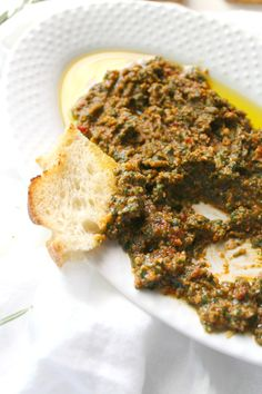 This Simple Vegan Mediterranean Spread is filled with fresh herbs and sun-dried tomatoes and can be served on sandwiches, as a dip or even with pasta. Vegan Sandwich Filling, Veggie Sandwich, Sandwich Fillers, Vegan Greek, Raw Vegan, Sandwiches, Sandwich Spread, Vegan Appetizers, Delicious Appetizers