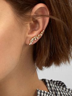 Ear climber earring silver details Chez Crystal Solitary Earring