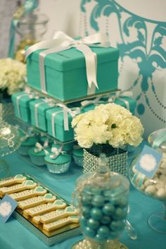 Tiffany themed wedding dessert table by Mon Tresor & Couture cupcakes and cookies. Easy Birthday Desserts, Birthday Sweets, Dessert Table Birthday, 21st Birthday, Birthday Parties, Girl Parties, Dessert Tables, Birthday Ideas, Tiffany Theme