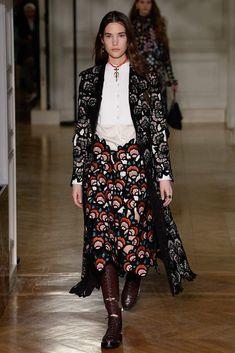 Runway & Valentino & Paris & Herbst 2017 & Kollektionen & Fashion Shows & Vogue Fashion 2017, Runway Fashion, Fashion News, Fashion Beauty, Milan Fashion, London Fashion Weeks, Valentino, Modest Fashion, High Fashion
