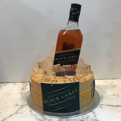 Tarta buttercream whisky Jack Daniels Whiskey, Whisky, Whiskey Bottle, Cupcakes, Food, Lolly Cake, Candy Stations, Themed Cakes, Cupcake Cakes