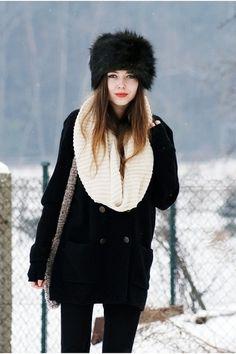 Поделитесь, пожалуйста, статьей, блогом, картинками, личным фото или еще чем, где можно посмотреть стильные зимние луки. Именно верхняя одежда в суровой зимней Москве. Такое вообще бывает? Стильный... — Just for us Girls