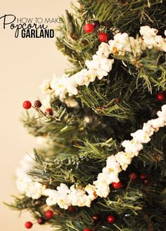 How to make an old-fashioned popcorn garland perfect for trimming your tree! From @cherishedbliss