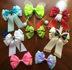 Almost finished with my full Peter Pan collection of hair bows! Diy Bow, Diy Ribbon, Ribbon Crafts, Ribbon Bows, Ribbons, Disney Diy, Disney Crafts, Hobbies And Crafts, Diy And Crafts