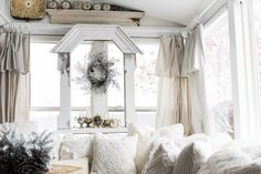 DIY drop cloth curtains - A simple & easy way to add farmhouse and cottage style curtains to any room on a budget! A great pin for farmhouse and cottage style decor inspiration! Farmhouse Style Curtains, Shabby Chic Curtains, Rustic Curtains, Shabby Chic Bedrooms, Shabby Chic Homes, Shabby Chic Decor, French Curtains, Double Curtains, Shabby Chic On A Budget
