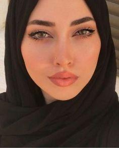 Female portrait photography, close up of hijabi Muslim woman Beautiful Muslim Women, Beautiful Hijab, Beautiful Eyes, Modern Hijab Fashion, Muslim Fashion, Fashion Muslimah, Modest Fashion, Fashion Fashion, Fashion Beauty