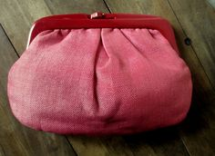 Clutch Bag Coral Pink Straw vintage 60s mad men purse kiss lock plastic frame fabric handbag high fashion hipster spring summer