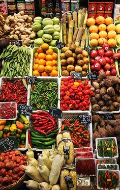 one of my favorite things about summertime, browsing the aisles of freshly  grown, local foods at the farmers markets - Photo of la boqueria, barcelona,  ...