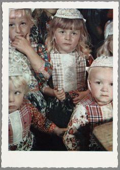 Jongens en meisjes op Marken. 1955-1980 #NoordHolland #Marken