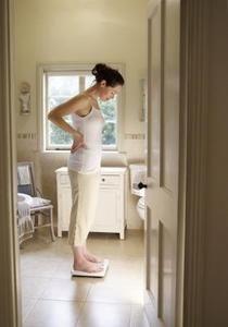 Cómo determinar el peso saludable basado en la edad y altura