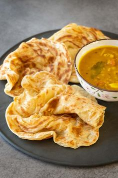 Authentic Malaysian flatbread recipe or famously known as roti canai. Fluffy and soft with crispy edges. This homemade roti canai is very easy to prepare. Easy Asian Recipes, Indian Food Recipes, Vegetarian Recipes, Cooking Recipes, Malaysian Cuisine, Malaysian Food, Malaysian Recipes, Malaysian Roti Recipe, Malaysian Curry
