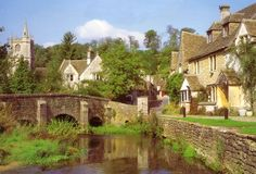 Madmax Tours - Avebury Stone Circles, Castle Combe in the Cotswolds and Lacock Village Tour Based in Bath