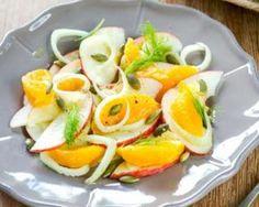 Salade minceur drainante pomme, fenouil et orange : http://www.fourchette-et-bikini.fr/recettes/recettes-minceur/salade-minceur-drainante-pomme-fenouil-et-orange.html