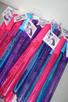 My Little Pony Party Favor, Bubble Wands with Free Printable Tag - My Little Pony Birthday Party Ideas & My Little Pony Free Printables for Party Favor Tags. www.anytots.com