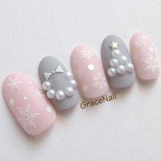 And the colors! So adorable ❤️ Christmas Gel Nails, Holiday Nail Art, Winter Nail Art, Christmas Nail Designs, Crazy Nail Art, Cute Nail Art, Cute Nails, Pretty Nails, Crazy Nails