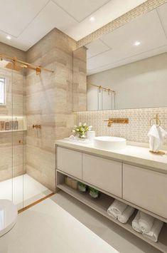 porcelanato que imita madeira Small Bathroom Interior, Bathroom Furniture Design, Bathroom Design Layout, Big Bathrooms, Bathroom Design Luxury, Modern Bathroom Design, Amazing Bathrooms, Home Interior Design, Bathroom Storage