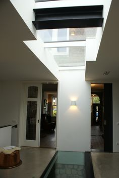 House: glass floorpanel, skylight. Woning: glazen vloer element, dakraam.