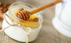 Greek yogurt is creamy and tasty, endlessly versatile and positively overflowing with protein, perfect for a clean diet. Here are five delicious ways to eat it. Live Culture Yogurt, Comidas Light, Banana Sushi, Good Carbs, Greek Yoghurt, Clean Diet, Peanut Butter Banana, Fruit In Season, Healthy Recipes