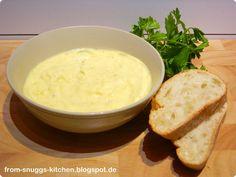 aioli (mediterranean cold cream made of garlic, olive oil and salt / mediterrane kalte creme, aus knoblauch, olivenöl und salz)