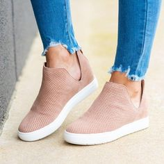 Style: Fashion Item: Sneakers Upper Material: Faux leather Toe: Closed Toe Closure Type: Slip-On Heels: Flats Tumblr Outfits, Mode Outfits, Girl Outfits, Style Casual, Smart Casual, Women's Casual Shoes, Ankle Strap Heels, Ankle Booties, Clarks