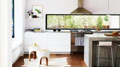 home tour: Scandi minimalist style in a white and bright home. Window back splash Interior Modern, Asian Interior, Modern Kitchen Design, Interior Design Kitchen, White Wood Kitchens, Asian Kitchen, Bright Homes, Open Plan Kitchen, Kitchen Ideas