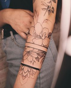 """tattoo artist based in Kyiv na Instagramie: """"I miss doing bands soooo bad😭 Usually in Europe I did 2-3 #armbandtattoo due 1 week and now I'm just waiting for the moment when we can…"""" Moños Tattoo, Wrist Tattoos, Body Art Tattoos, New Tattoos, Arm Wrap Tattoo, Tattos, Dream Tattoos, Mini Tattoos, Future Tattoos"""