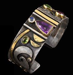 """De Linda Ladurner : Bracelet """"Nocturne"""" (2012) - or et argent , améthyste ,tourmalines, pierre de lune"""