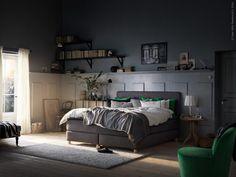 I den nya höga och stilrena kontinentalsängen DUNVIK sover till och med en plågad författare gott. Alla sängens lager går att anpassa till varje person som ska sova i den.