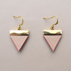 Leather Earrings - Pink Triangles with Mint Stripes par tovicorrie sur Etsy https://www.etsy.com/fr/listing/116789650/leather-earrings-pink-triangles-with