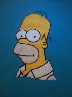 Detalhe da almofada com aplicação em feltro do Homer Simpson. Simpsons