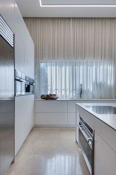 מינימליסטי להפליא: עיצוב בית מודרני ברמת השרון   בניין ודיור