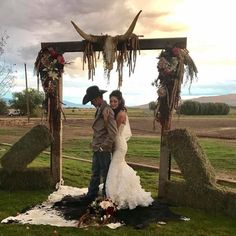 38 trendy western wedding theme ideas 2019 24 diy country wedding ideas with pallets to save budget Cowgirl Wedding, Camo Wedding, Wedding Pics, Dream Wedding, Wedding Day, Western Wedding Ideas, Country Wedding Photos, Country Western Weddings, Cowboy Weddings