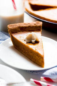 The ULTIMATE Healthy Pumpkin Pie – this skinny pie doesn't taste healthy at all! You'll never need another pumpkin pie recipe again! clean eating no sugar pumpkin pie. Perfect Pumpkin Pie, Best Pumpkin Pie, Healthy Pumpkin Pies, Pumpkin Pie Recipes, Pumpkin Spice Latte, Sugar Pumpkin, Healthy Cake, Healthy Dessert Recipes, Healthy Baking