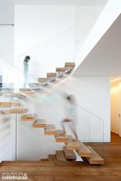 15 Awesome Floating Staircase Ideas - - If we talk about the staircase design, it will be very interesting. One of the staircase design which is cool and awesome is a floating staircase. This kind of staircase is a unique staircase because. Wooden Staircase Design, Floating Staircase, Staircase Railings, Staircase Ideas, Cantilever Stairs, Timber Staircase, Railing Ideas, Railing Design, Stairways
