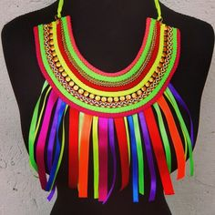 one more way to use recycled cardboard rolls- to create a chunky tribal necklace! African Art For Kids, African Art Projects, African Crafts, Elementary Art Rooms, Art Lessons Elementary, Lion King Costume, Girl Birthday Decorations, African Jewelry, Preschool Art
