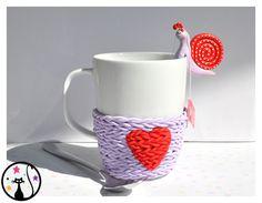 Cosy Mug version tricot en fimo. Cute Polymer Clay, Polymer Clay Crafts, Diy Clay, Clay Mugs, Ceramic Clay, Homemade Clay Recipe, Diy Tea Bags, Clay Pen, Cabin Crafts