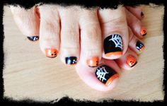 A great halloween design to use after you've received a Be Luxe Pedicure!